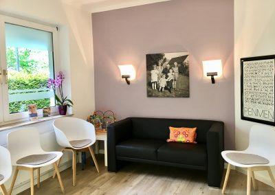 Wartezimmer Sofa
